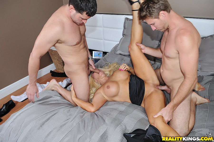 Threesome porn hunter mom Milf